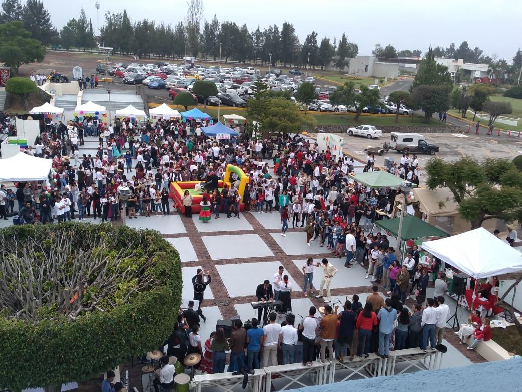 LOS LASALLISTAS VIVEN EN FRATERNIDAD LAS FIESTAS PATRIAS 2019