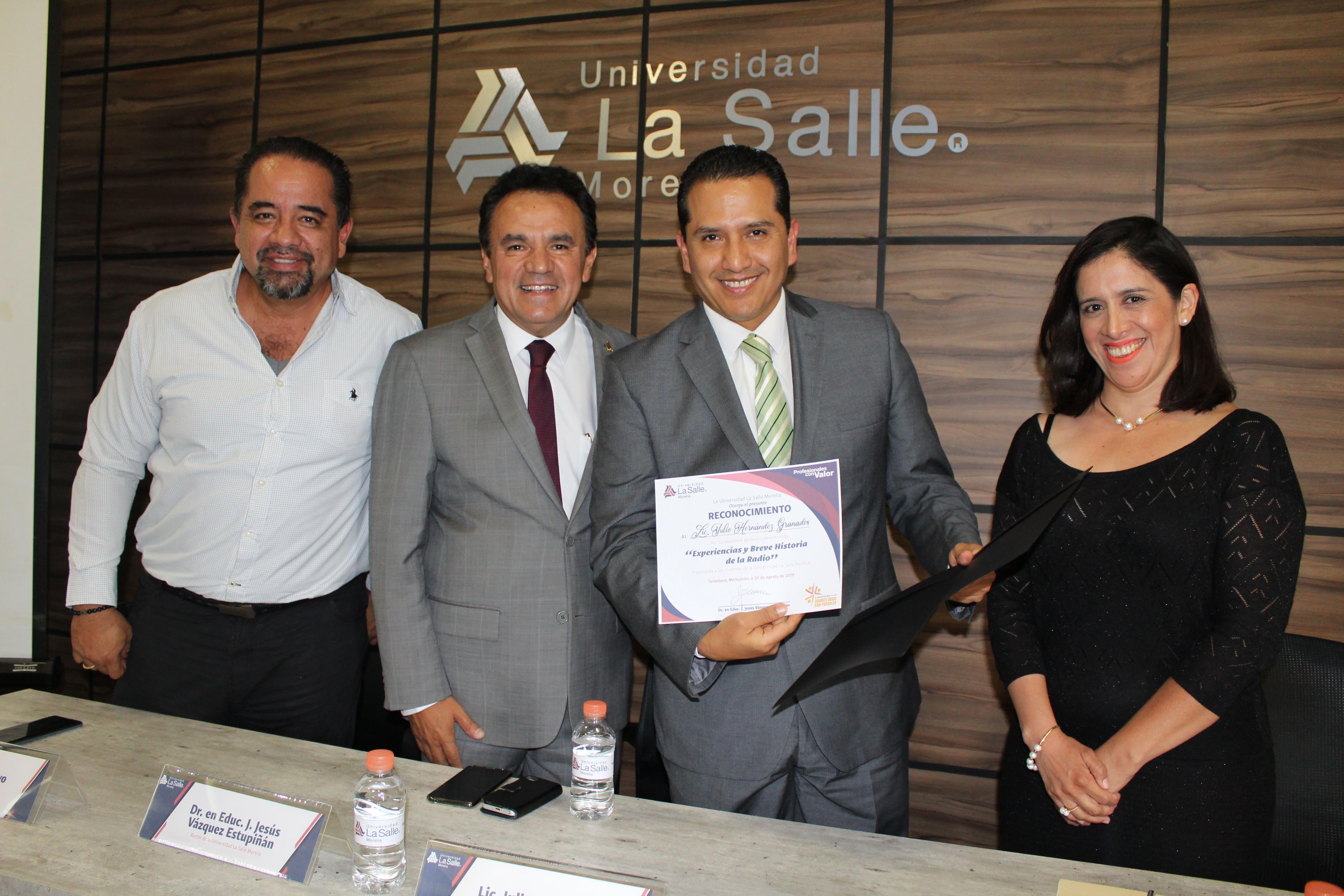 EL COMUNICADOR JULIO HERNÁNDEZ GRANADOS, DICTA CHARLA A LOS LASALLISTAS